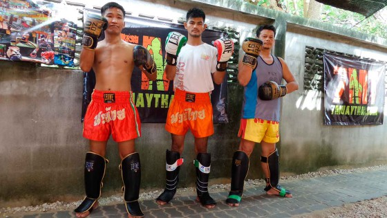 7muaythais-trainers-and-boxers-thanks-to-leone1947-prestigious-italian-company2