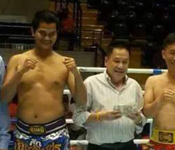 Fighting at age 53 at Lumpinee St.? Eminent Air Gym's boss tries!