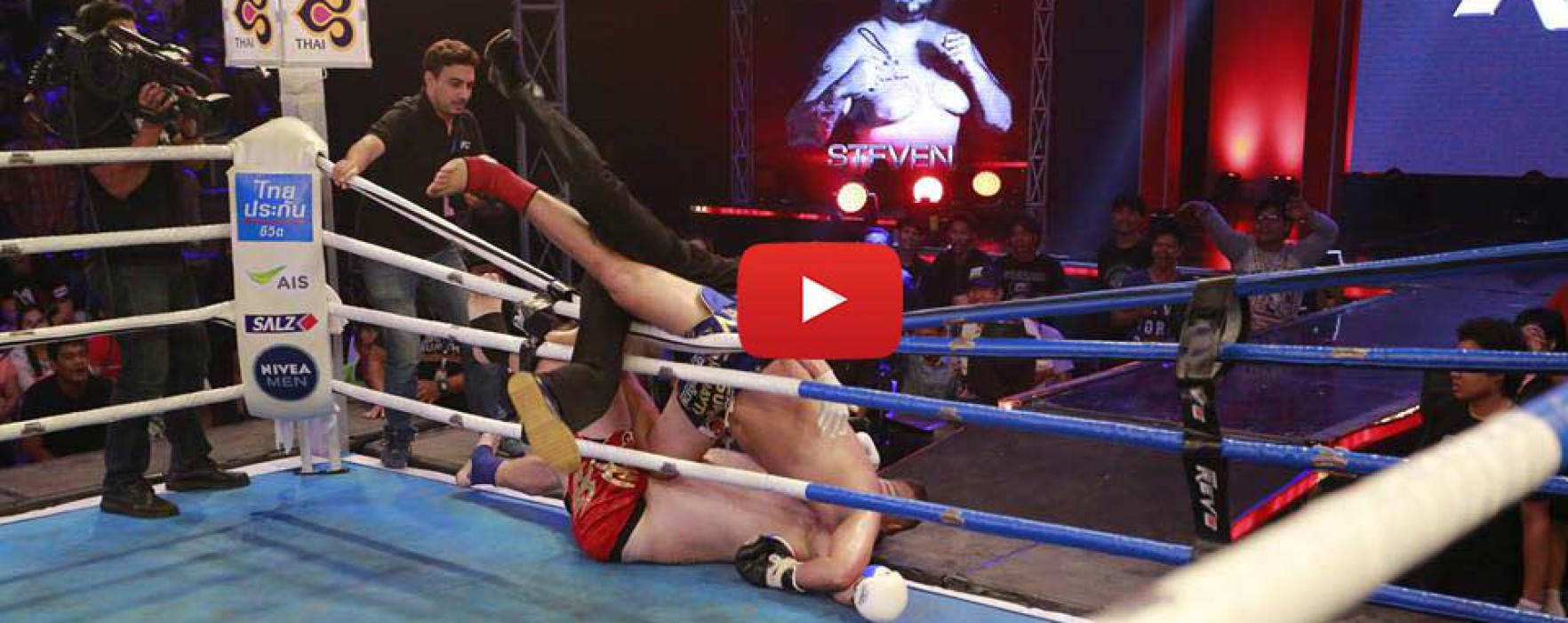 Video: Steven Bank vola fuori dal ring e fa decollare l'audience TV – Super Muay Thai