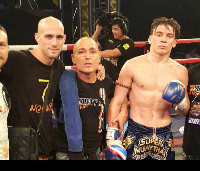 (English) Flash News: Mathias defeats Markleak Sittisukto at Super Muay Thai – 29th May 2016