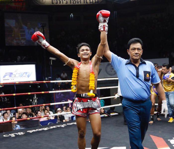 Video: PetchUThong 1st round KOs vs Panpayak
