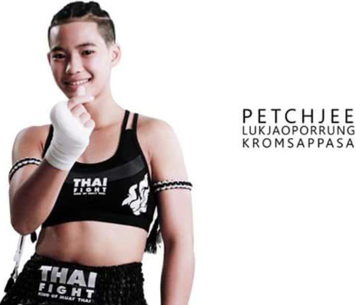 La giovane campionessa Petchjeeja entra nel Thai Fight